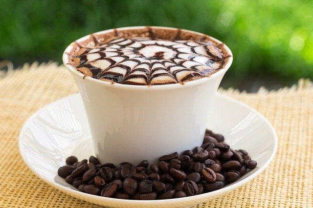 カフェモカのモコモコホイップの飲み方とは?正しい&美味しい飲み方をご紹介!