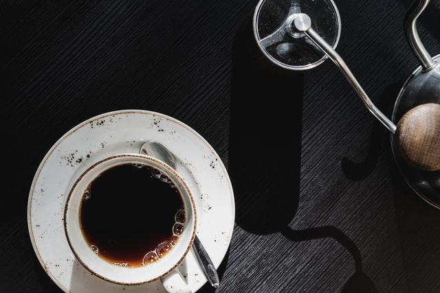 コーヒーミルの選び方!手動と電動の違いやそれぞれの特徴を紹介